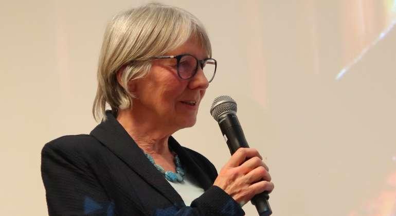 Dr. Christine Laschkolnig